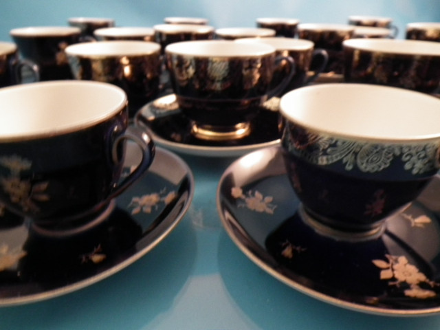Lomonosov tee ja kahvikuppeja