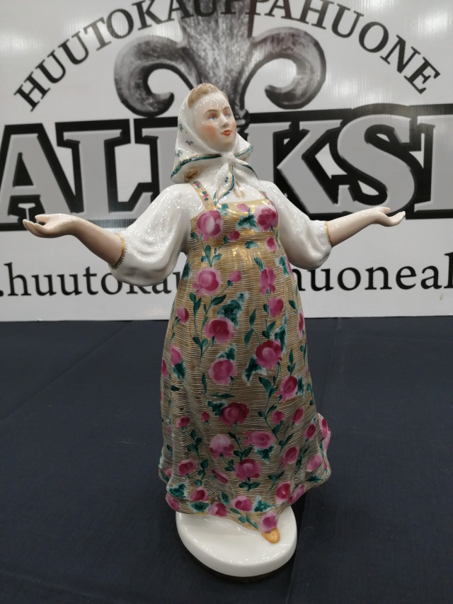 Lomonosov Ukrainalainen Nainen.Russian Woman From The Series 'Under The Sun of The Stalin Constitution', Lomonosov State Porcelain Factory, Leningrad, 1951