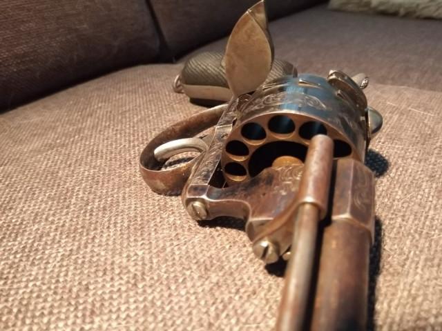 Belgialainen Piikkipatruuna 12 panokselle Revolveri m.1860 , Kaliperi 7mm Lupavapaa