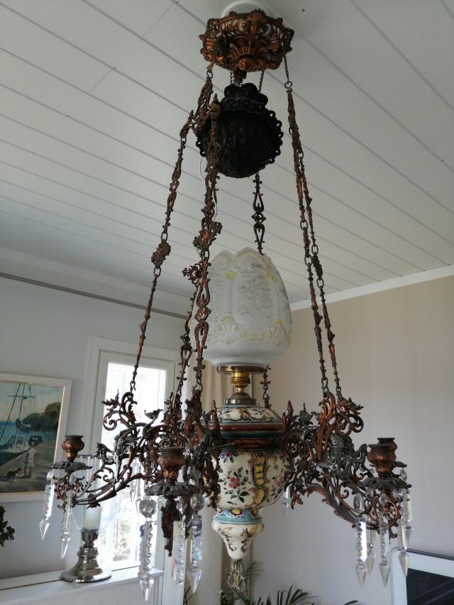Majolika Kruunu  v.1890-1920 Lohikäärmekoristeilla