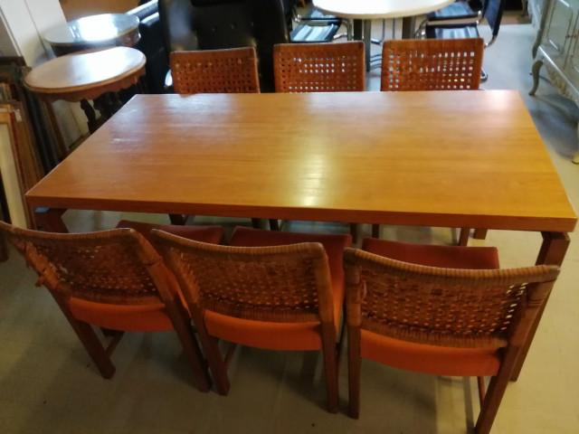 Pöytä ja kuusi tuolia 1970 luku