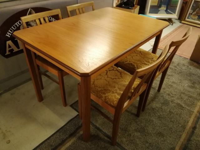 1960 luvun ruokapöytä ja neljä tuolia