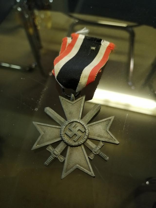 "Saksalainen 2lk sota-ansioristi,""kriegsverdienstkreuz 2.klasse"" vanhalla nauhalla."