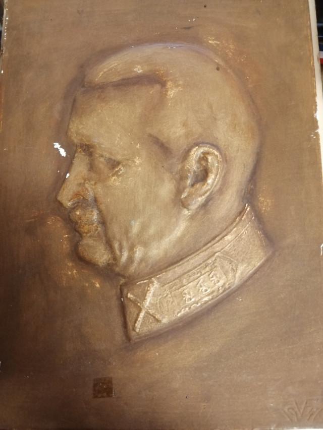 Mannerheim Kipsi reliefi signeerattu