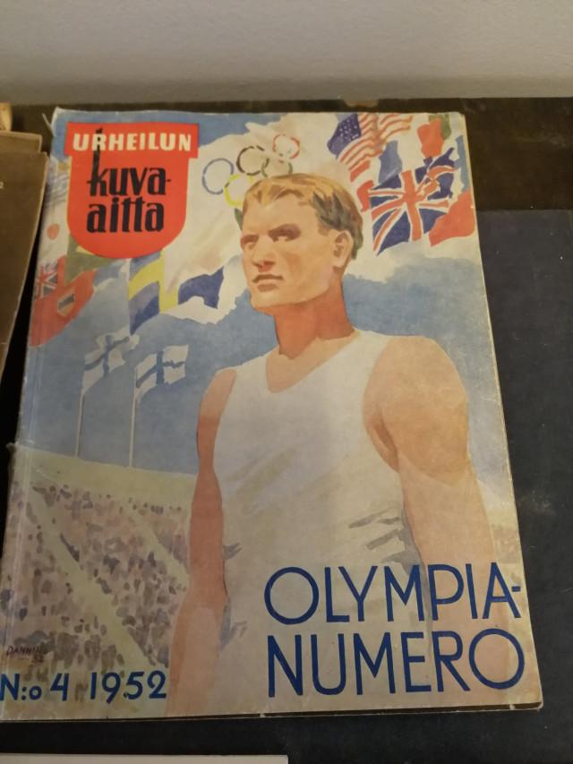 Erä lehtiä mm. Olympia 1952