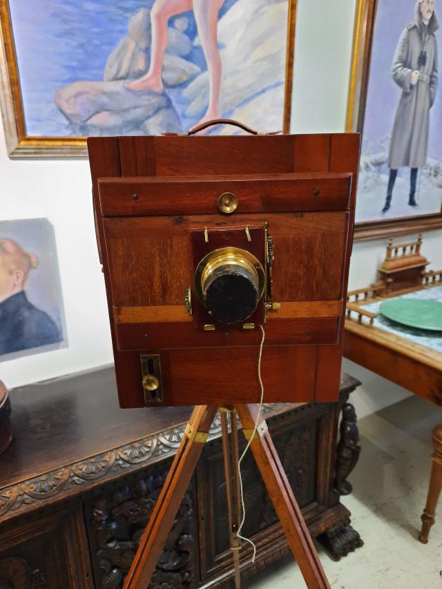 Kamera ja jalusta 1900 luvun alku