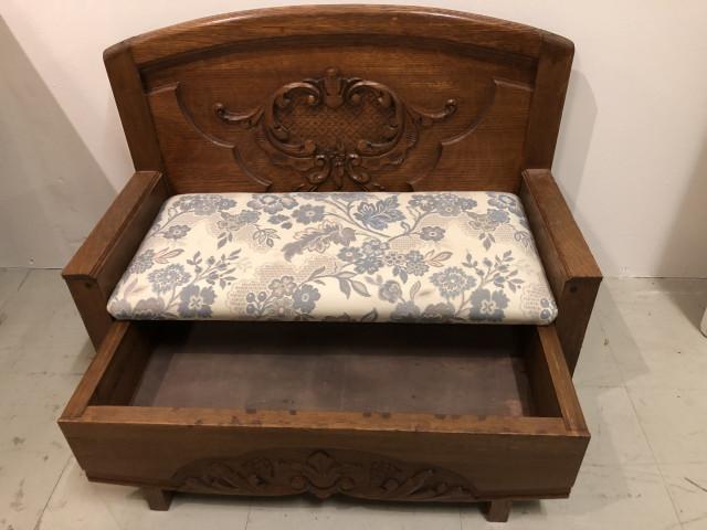 Pieni levitettävä nuken sohva