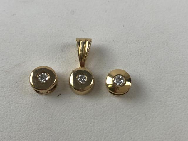 Kultaiset timanttiriipukset