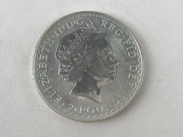 Hopeinen 2 punnan kolikko 2000