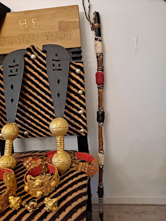 Ghanan Prinssin  H E Tamahwura valtaistuin ja rituaali esineet
