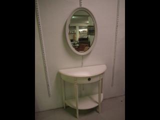 Peili ja peilipöytä