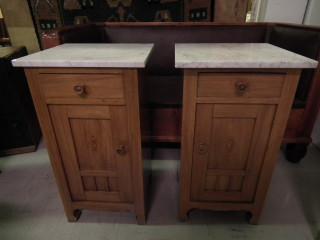 2kpl yöpöytiä marmoritasoin