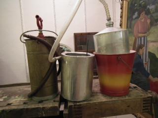 Akkuveden tislaamo ja alkusammutus välineet