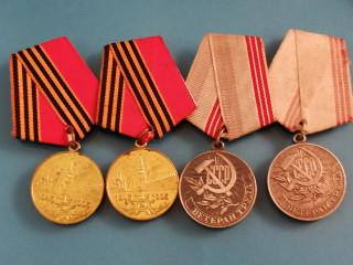 Neuvostoliittolaisia sotilasmerkkejä