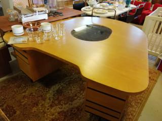 Kirjoituspöytä Isku