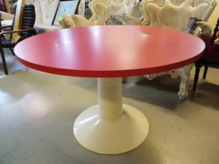 Yrjö Kukkapuro pöytä