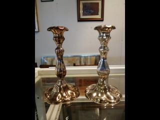 Hopeinen kynttilänjalka pari