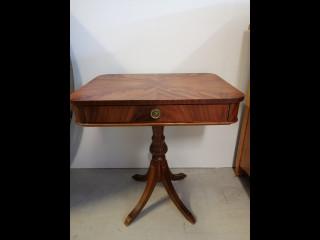 Pieni pöytä