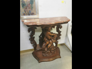 Marmoripintainen pöytä