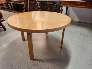 Artek pöytä