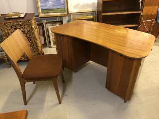 Kirjoituspöytä ja Tuoli 1950 luvulta