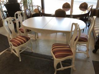 Ruokapöytä ja 4 tuolia
