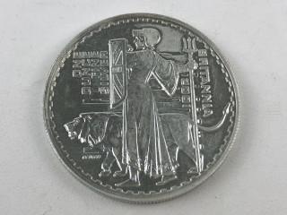 Hopeinen 2 punnan kolikko 2001