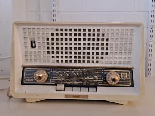 Radio Philips 1950 luvulta,laitettu kuulumaan nykykanaville